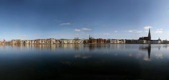 Lago Pfaffenteich en Schwerin, Alemania fotos de archivo