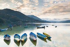 Lago Phewa en la puesta del sol Pokhara es th Fotos de archivo