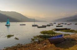 Lago Phewa en Pokhara fotos de archivo libres de regalías