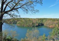 Lago Philpott em Ridge Mountains azul fotos de stock