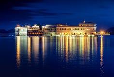 Lago Pichola e Taj Lake Palace na noite, Udaipur, Rajasthan, Imagens de Stock Royalty Free