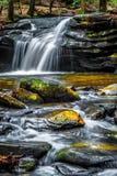 Lago pinnacle con la montagna della roccia della Tabella fotografie stock
