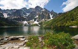 Lago polonês Morskie Oko das montanhas de Tatra Fotografia de Stock Royalty Free