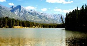 Lago por la tarde foto de archivo libre de regalías