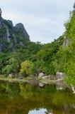 Lago próximo de Khao Dang Viewpoint, parque de Sam Roi Yod National, província de Phra Chaup Khi Ri Khun no meio de Tailândia fotografia de stock