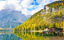Lago Prags no outono imagem de stock