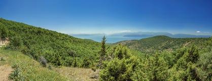 Lago Prespa cerca del pueblo de Slivnica Imagenes de archivo