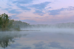 Lago profundo crepuscular spring Foto de Stock Royalty Free