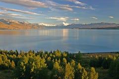 Lago Pukaki com cozinheiro do Mt. Imagem de Stock