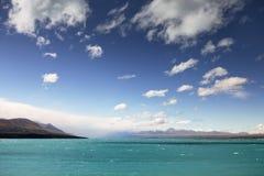 Lago Pukaki con il cuoco del supporto nei precedenti Fotografia Stock