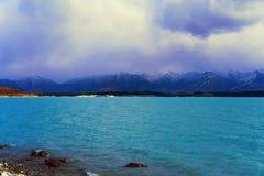 Lago Pukaki InNew la Zelanda con il suo contesto della montagna Fotografie Stock Libere da Diritti