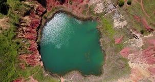 Lago quarry de la bauxita en Otranto, Italia almacen de video
