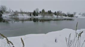 Lago que congela-se sobre filme
