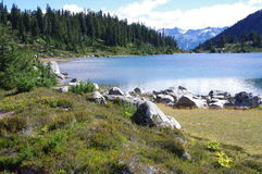 Lago rainbow Imagenes de archivo