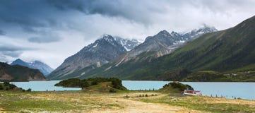 Lago Ranwu na estação das chuvas foto de stock