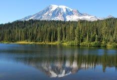 Lago Relflection Imagenes de archivo