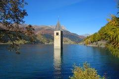Lago Reschen fotos de archivo