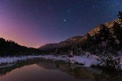 Lago Riedenersee alla notte con le stelle Immagine Stock