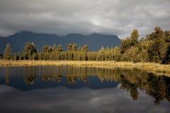 Lago riflettente Fotografia Stock