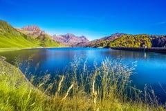 Lago Ritom in alpi svizzere, Piora, cantone il Ticino, Svizzera Fotografia Stock Libera da Diritti