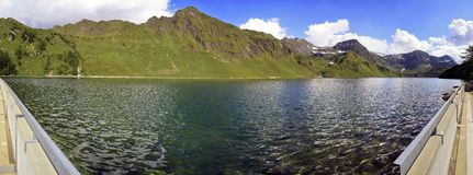 Lago Ritom en Suiza Imagen de archivo libre de regalías