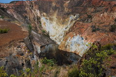 Lago rojo, drenaje de mina ácido. Fotos de archivo