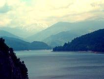 Lago Romênia Vidraru Fotografia de Stock Royalty Free