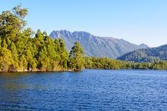 Lago Rosebery na região da costa oeste de Tasmânia Fotos de Stock Royalty Free