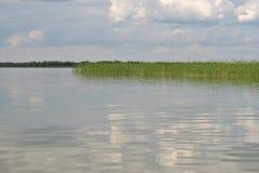 Lago ruso hermoso y profundo Fotos de archivo