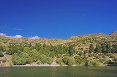 Lago sacro di Nako nel deserto ad alta altitudine della montagna dell'Himalaya Immagini Stock