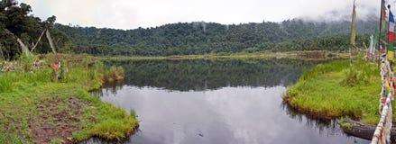 Lago sagrado Khecheopalri buddhist foto de archivo