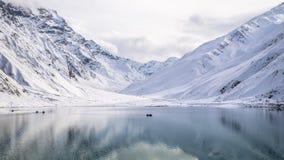 Lago Saiful Malook nell'inverno immagini stock libere da diritti