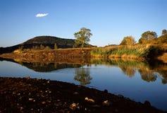 Lago Salagou en la puesta del sol Imágenes de archivo libres de regalías