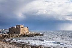 Lago salt com os flamingos perto de Larnaca, Chipre imagens de stock royalty free
