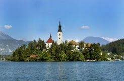Lago sangrado con la iglesia del St Marys Fotos de archivo