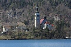 Lago sangrado en Eslovenia con la iglesia Fotos de archivo libres de regalías