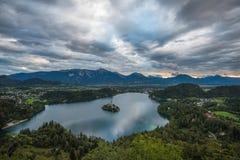 Lago sangrado, Eslovênia, com o pressuposto de Mary Church Imagens de Stock Royalty Free