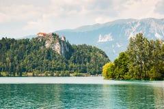 Lago sanguinato con il castello sanguinato in Slovenia Fotografia Stock