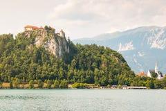 Lago sanguinato con il castello sanguinato in Slovenia Fotografie Stock