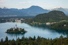 Lago sanguinato con la bella isola Fotografie Stock Libere da Diritti