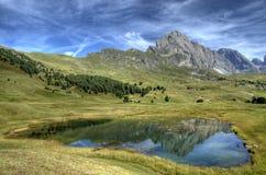 Lago santo e il Odle, dolomia - Italia Fotografie Stock