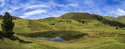 Lago santo e il Odle, dolomia - Italia Immagini Stock Libere da Diritti