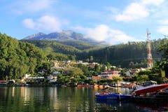 Lago Sarangan por la mañana Imagen de archivo libre de regalías