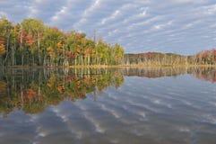 Lago scout del otoño Fotos de archivo