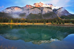 lago scuro freddo blu fotografie stock