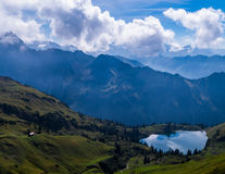 Lago Seealpsee nelle alpi di Allgau qui sopra di Oberstdorf, Germania Fotografie Stock