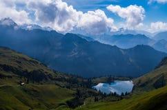 Lago Seealpsee nelle alpi di Allgau qui sopra di Oberstdorf, Germania Fotografie Stock Libere da Diritti