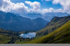 Lago Seealpsee nelle alpi di Allgau qui sopra di Oberstdorf, Germania Fotografia Stock