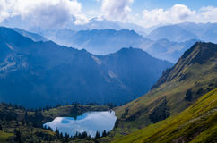 Lago Seealpsee nos cumes de Allgau acima de Oberstdorf, Alemanha Fotos de Stock
