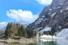 Lago Seealpsee y montaña de Santis, Suiza foto de archivo